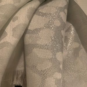 Fascinating V.Fraas Scarf that Shimmers in Light